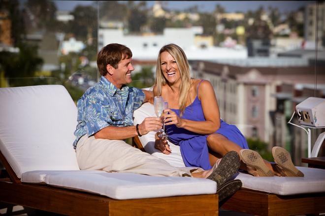 5 Finger Photo on www.realweddingsmag.com 2
