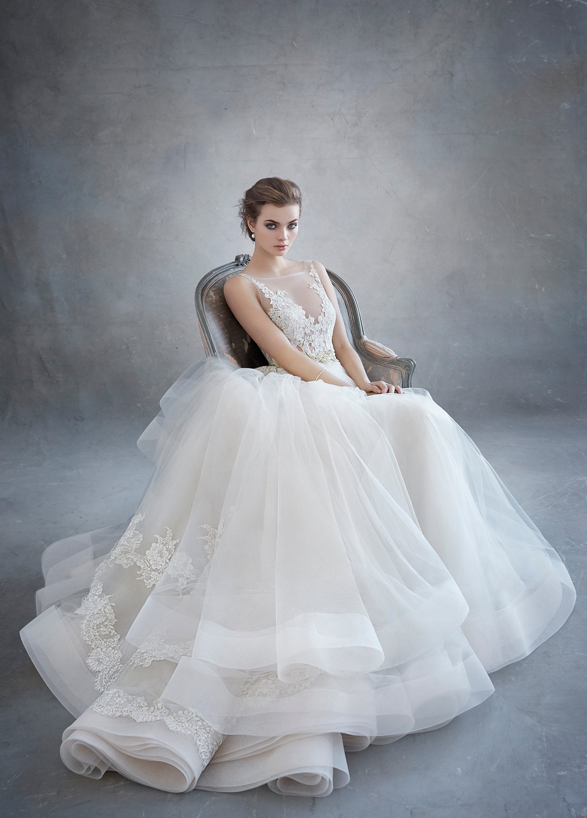 lazaro-bridal-tulle-ball-alencon-lace-metallic-beaded-natural-floral-horsehair-chapel-3607_x4