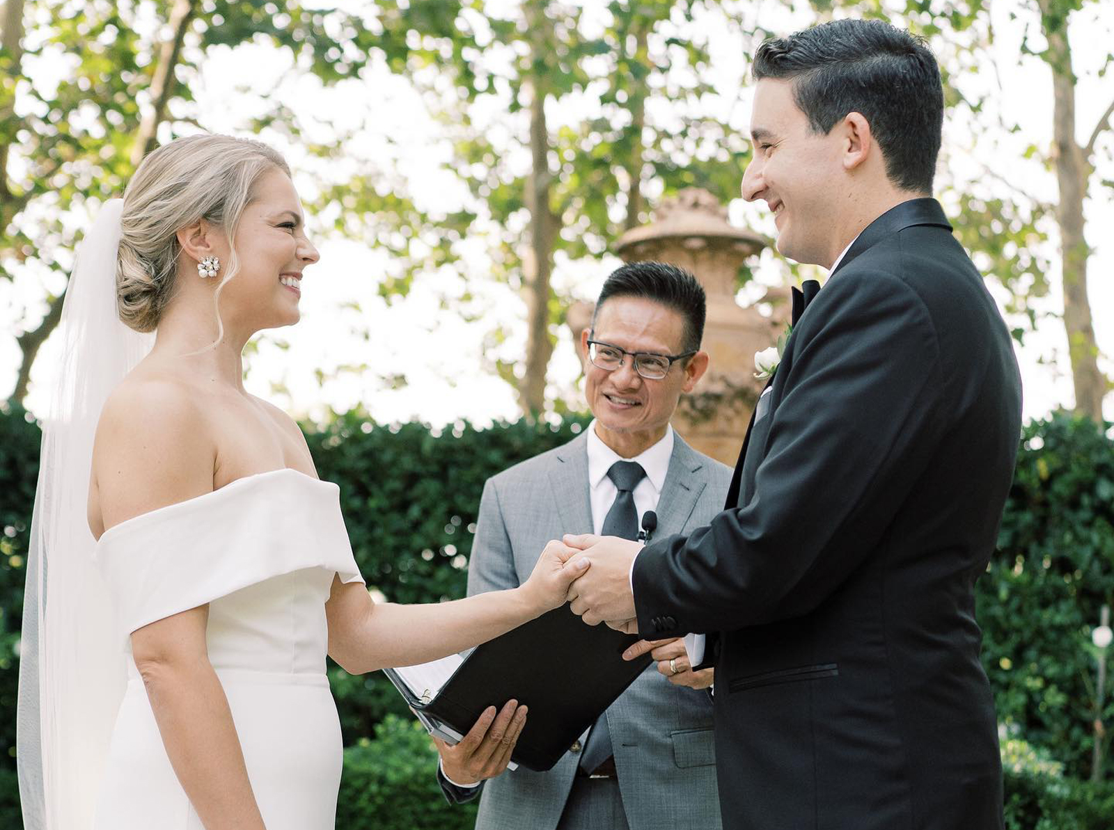 Tan Weddings Events-Musicians Officiants-Expert Advice-Real Weddings Magazine